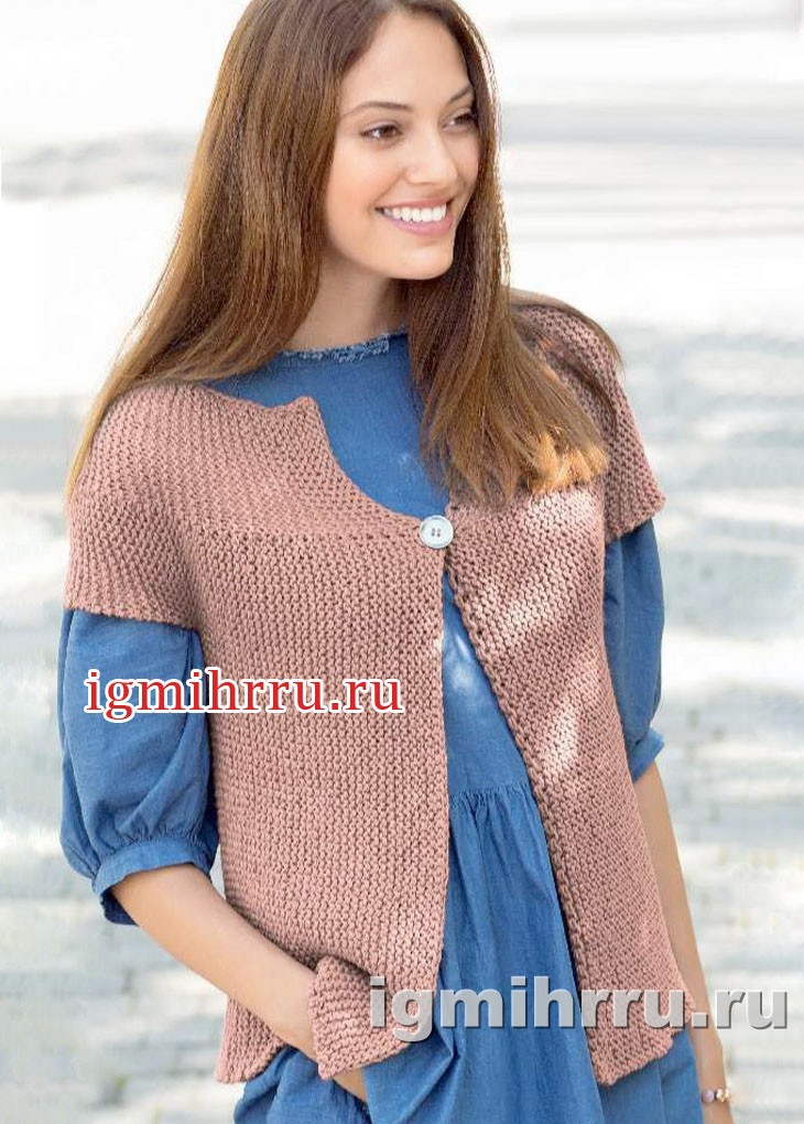 Жакет цвета карамели, связанный единым полотном. Вязание спицами