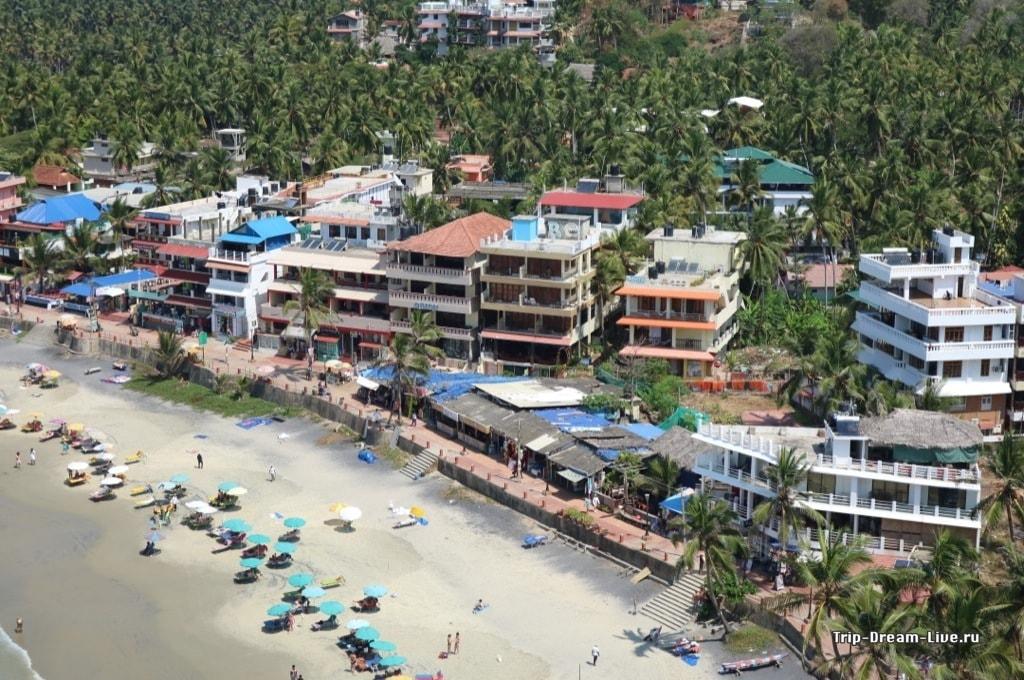Kavitha Beach Resort второй справа