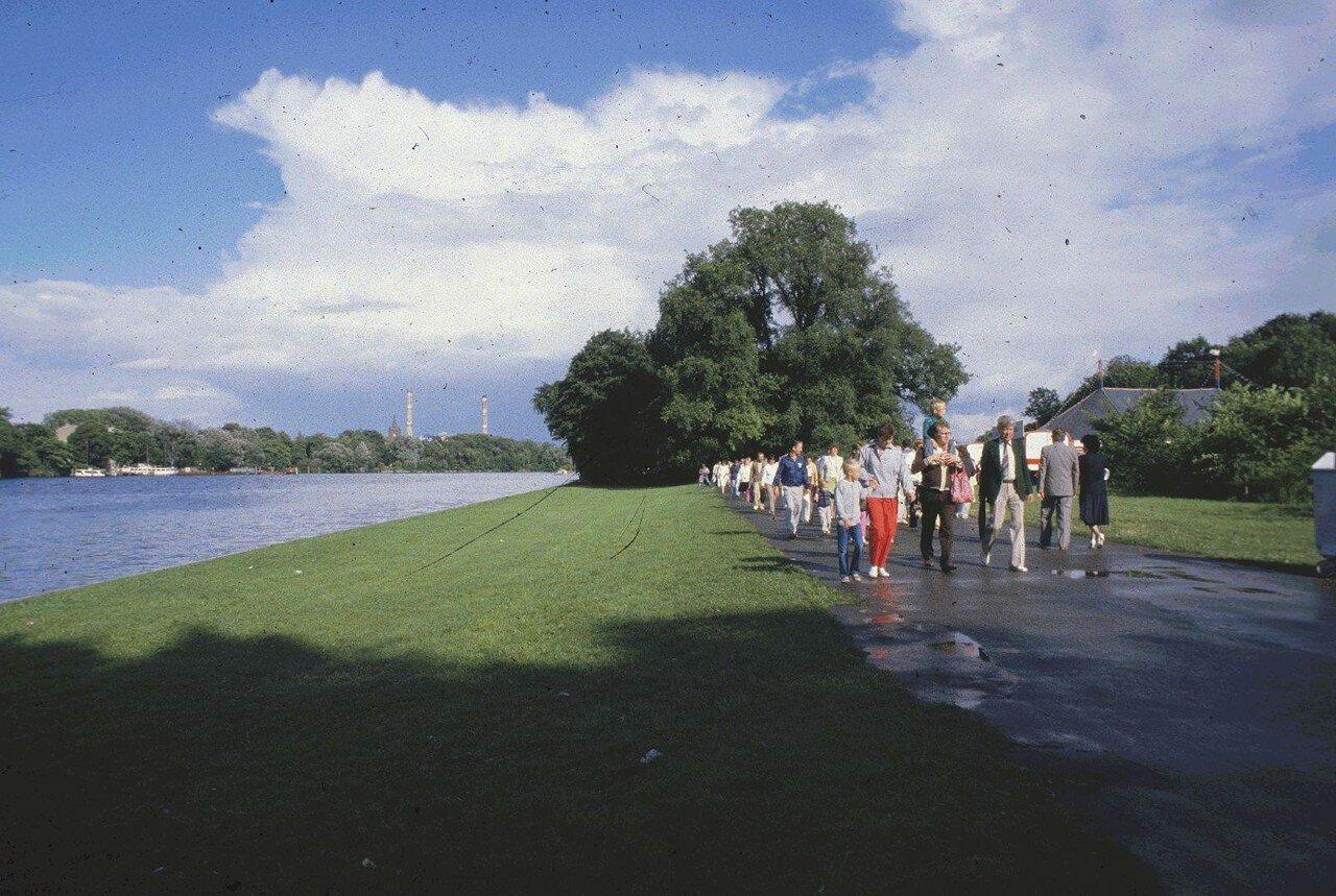 Пешие прогулки вдоль Шпрее в Трептов-парке