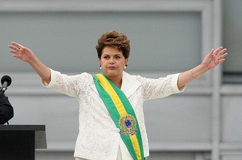 Полицейские Бразилии разгоняли митинг перечным газом