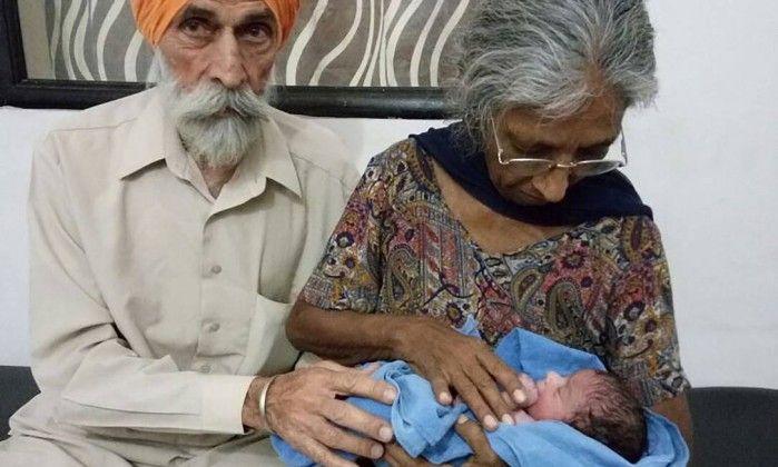 Семидесятилетняя индианка первый раз почувствовала счастье материнства