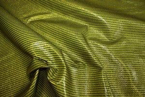 ПК169 Цена 700р-м. Курточно-плащевая ткань, дублированная ультрамодным винилом.Отлично держит форму.Травянисто-зеленый цвет.Полоса поперек кромки.Для курток,плащей и др.Шир.1,45м,пэ 100% (2).JPG
