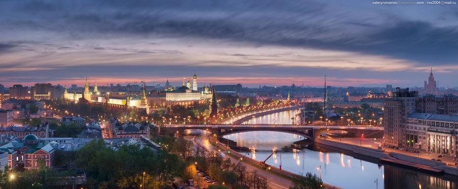 7. Вид с обзорной площадки храма Христа Спасителя на Кремль, Москва. Май 2012