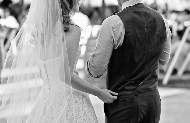 Долгое время считалось, что романтическая связь между влюбленными начинает слабеть после 15месяцев