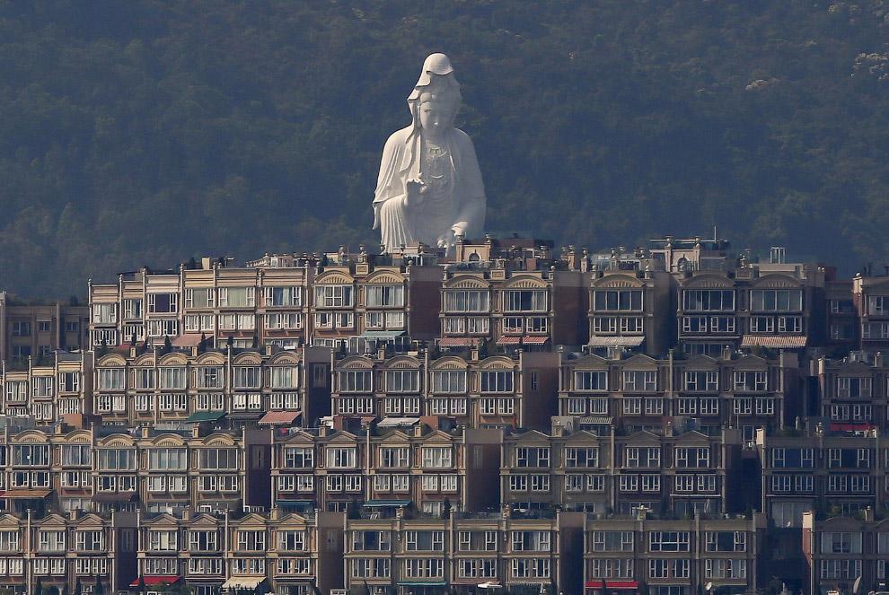 6. Стекло и бетон. Гонконгский офисный комплекс, построенный в виде двух башен (48-этажная Lipp