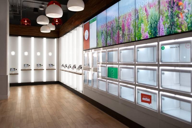 2. Заходя в ресторан Eatsa, клиенты заказывают еду с помощью iPad-киосков.