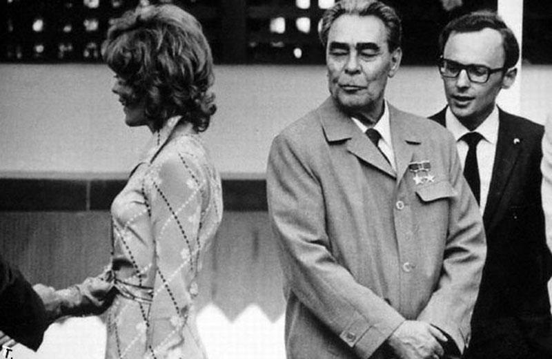 В 1973 году, когда приоткрылся железный занавес, в СССР приехала делегация из США. После проникновен