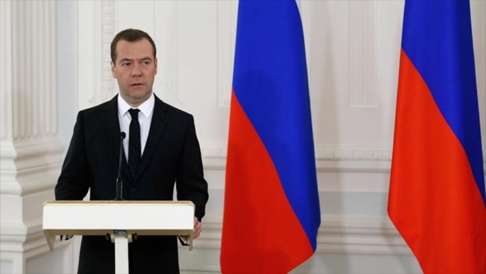 Медведев вместе с супругой проголосовал навыборах в Государственную думу