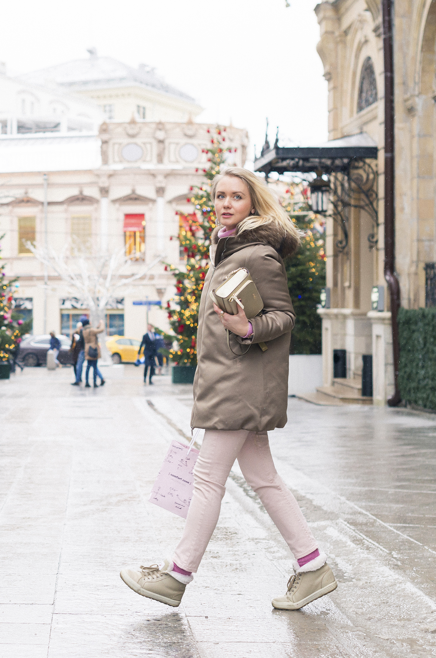 inspiration, streetstyle, winter outfit, annamidday, top fashion blogger, top russian fashion blogger, фэшн блогер, русский блогер, известный блогер, топовый блогер, russian bloger, top russian blogger, streetfashion, russian fashion blogger, blogger, fashion, style, fashionista, модный блогер, российский блогер, ТОП блогер, ootd, lookoftheday, look, популярный блогер, российский модный блогер, russian girl, с чем носить пуховик, pastel outfir, pastel downcoat, downcoat streetstyle, пастельные цвета, цветовые сочетания, streetstyle, красивая девушка, Анна миддэй, анна мидэй, DKNY golden bag, crown australia boots, pink sweater, russian winter, bon prix sweater