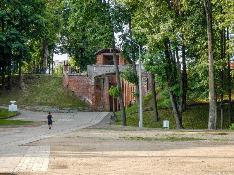 Участок крепостной стены и Мостик вздохов, Лопатинский сад, Смоленск