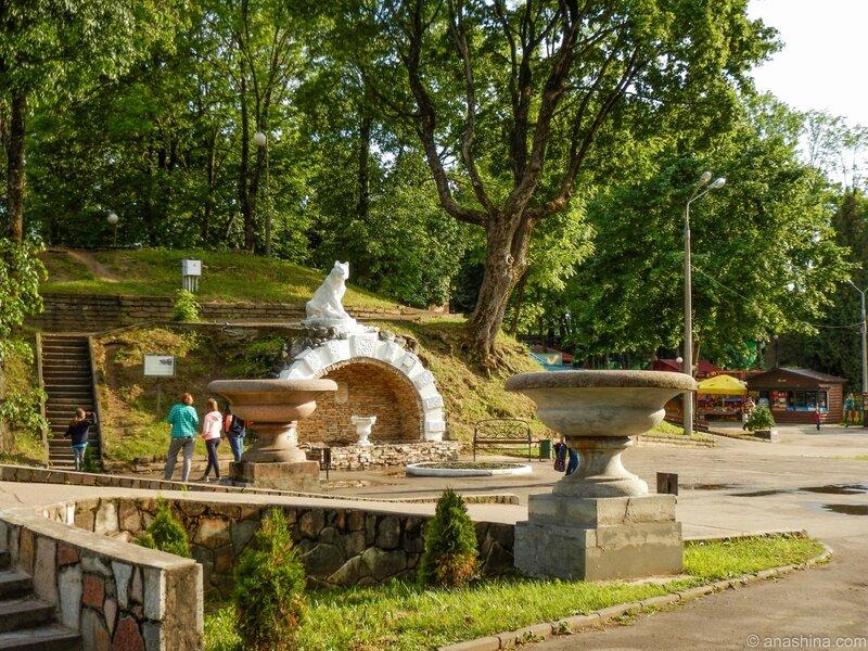 Грот с львицей, Лопатинский сад, Королевский бастион, Смоленск