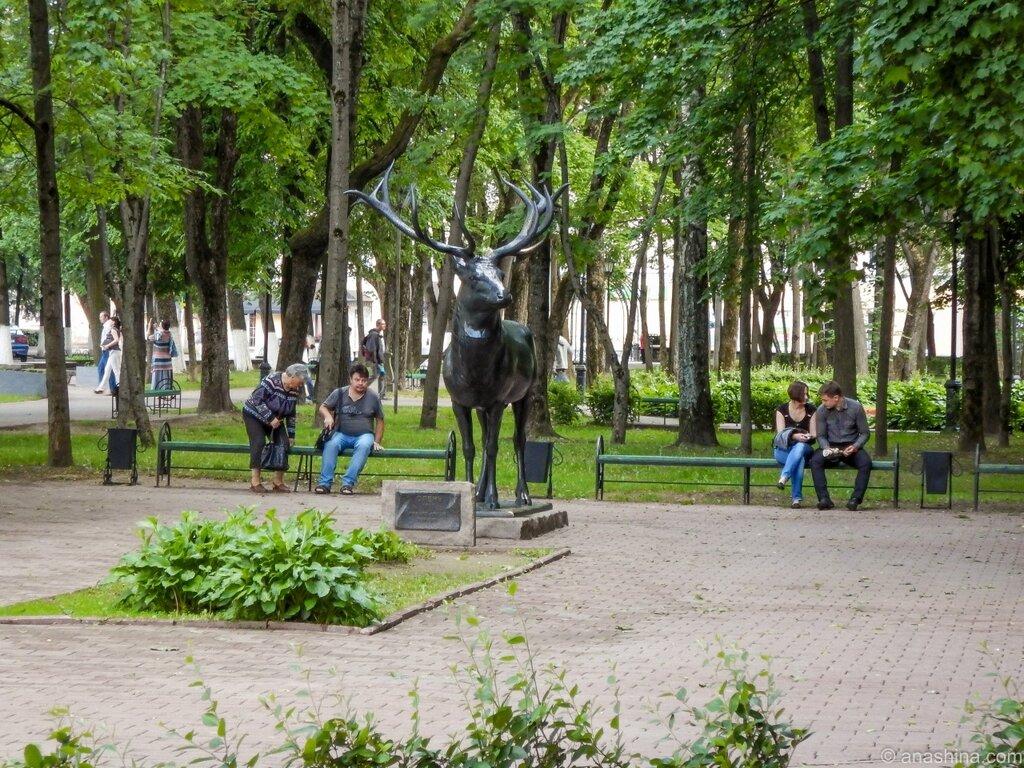 Бронзовый олень в саду Блонье, сад Блонье, Смоленск