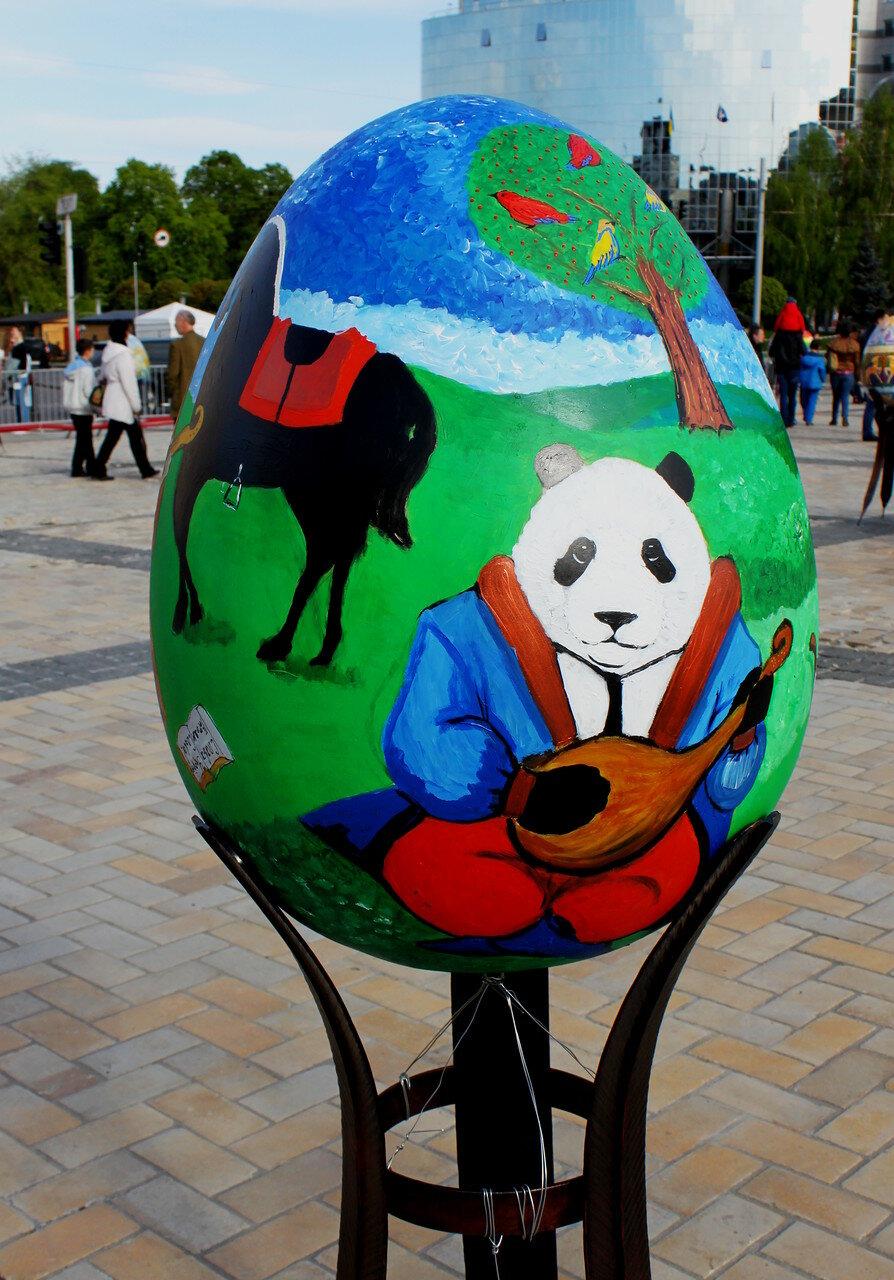 Панда с бандурой