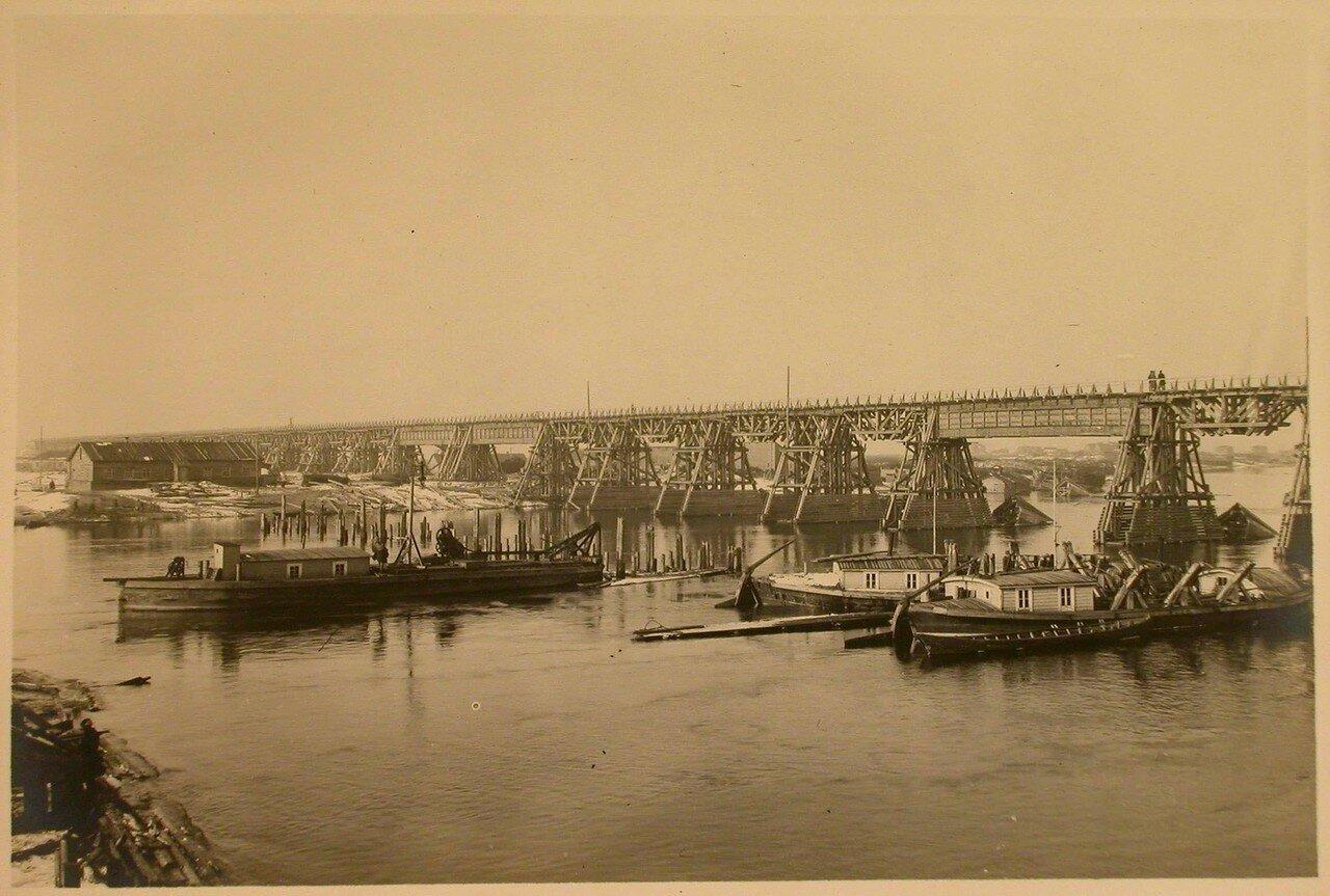 09. Вид на консольно-подвесные фермы строящегося моста
