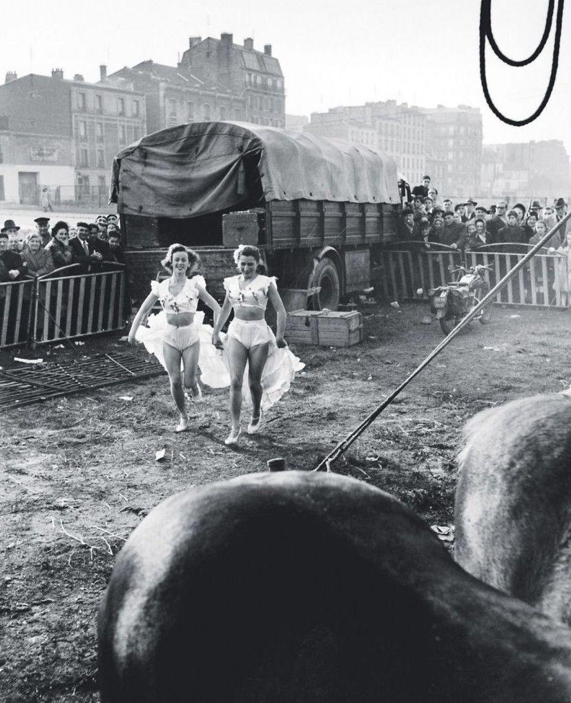 1949. Наездницы из передвижного цирка