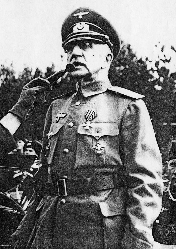 Атаман Краснов в форме Вермахта