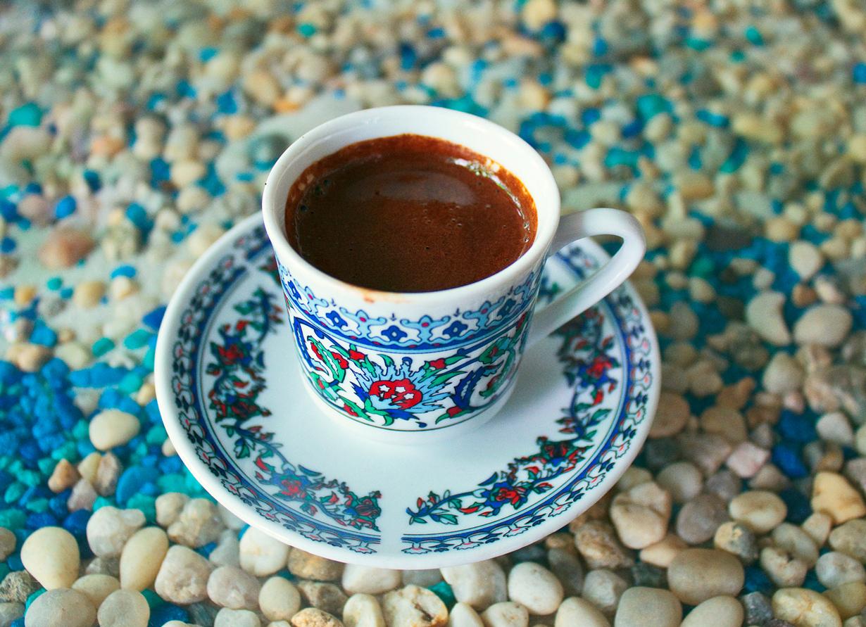 Кофе. Многие не мыслят своё ежедневное пробуждение по утрам без чашки крепкого кофе. Содержащийс