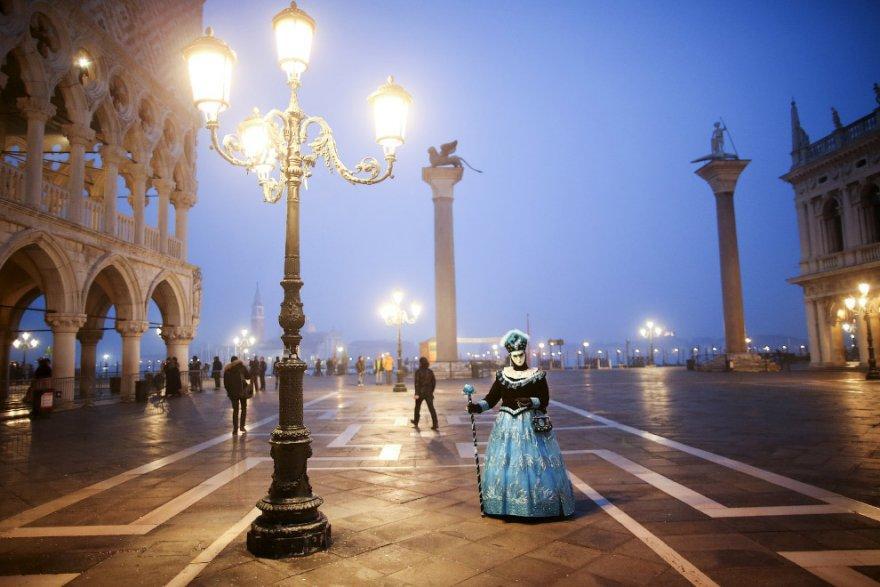 3. Ношение масок было очень популярно некоторое время; венецианцы носили их полгода — с августа до В