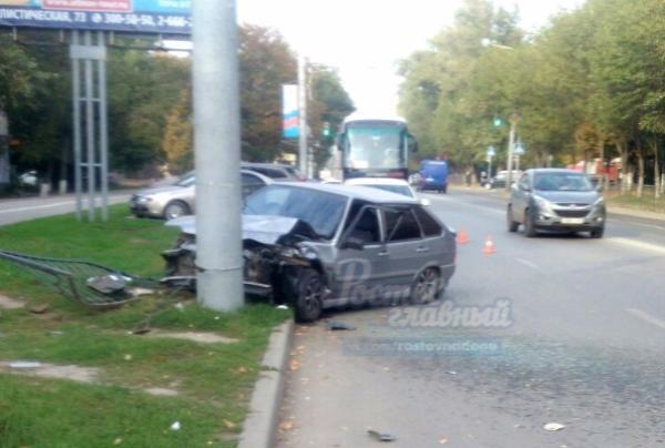 Таксист спассажирами разбились влобовом ДТП сфурой вКостромской области
