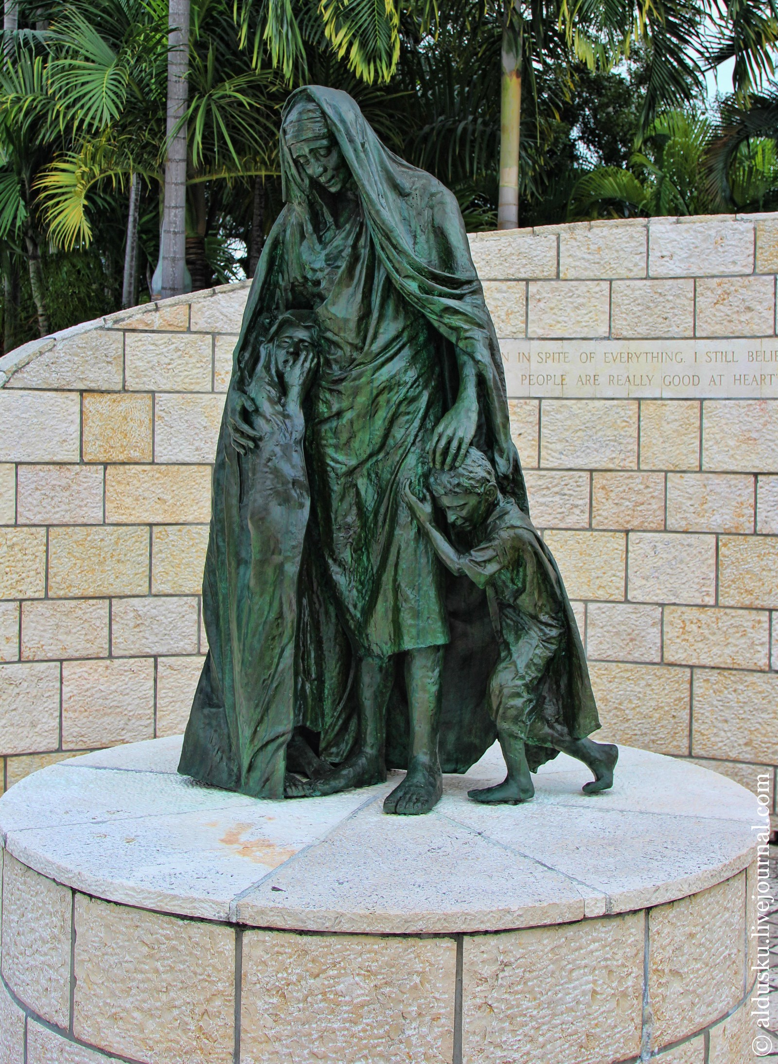 �������� ��������� � ������-��� (Holocaust Memorial of Miami Beach)
