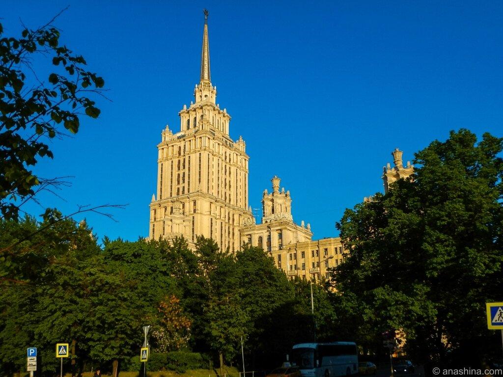"""здание гостиницы """"Украина"""""""
