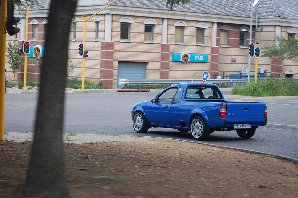 Ford Bantam pick-up blue.JPG