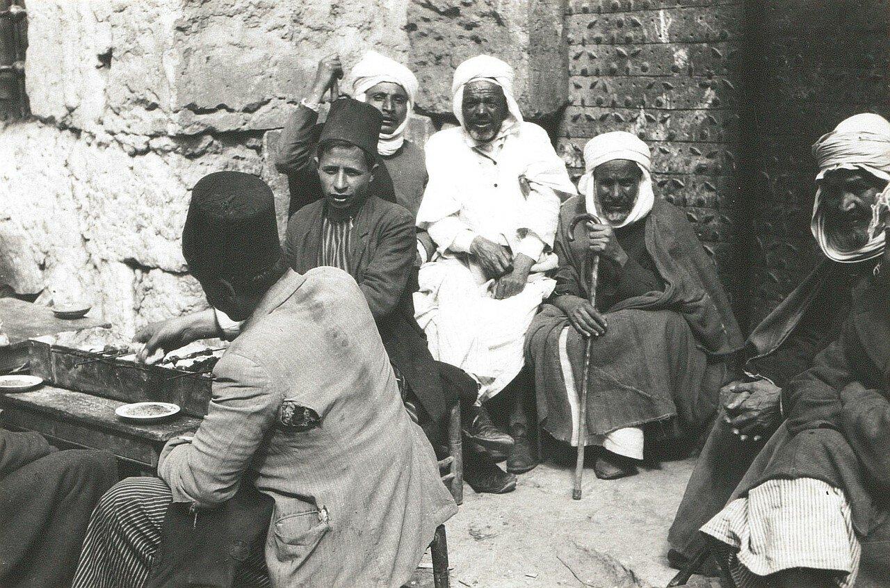 Иерусалим. Арабы готовят еду на улице