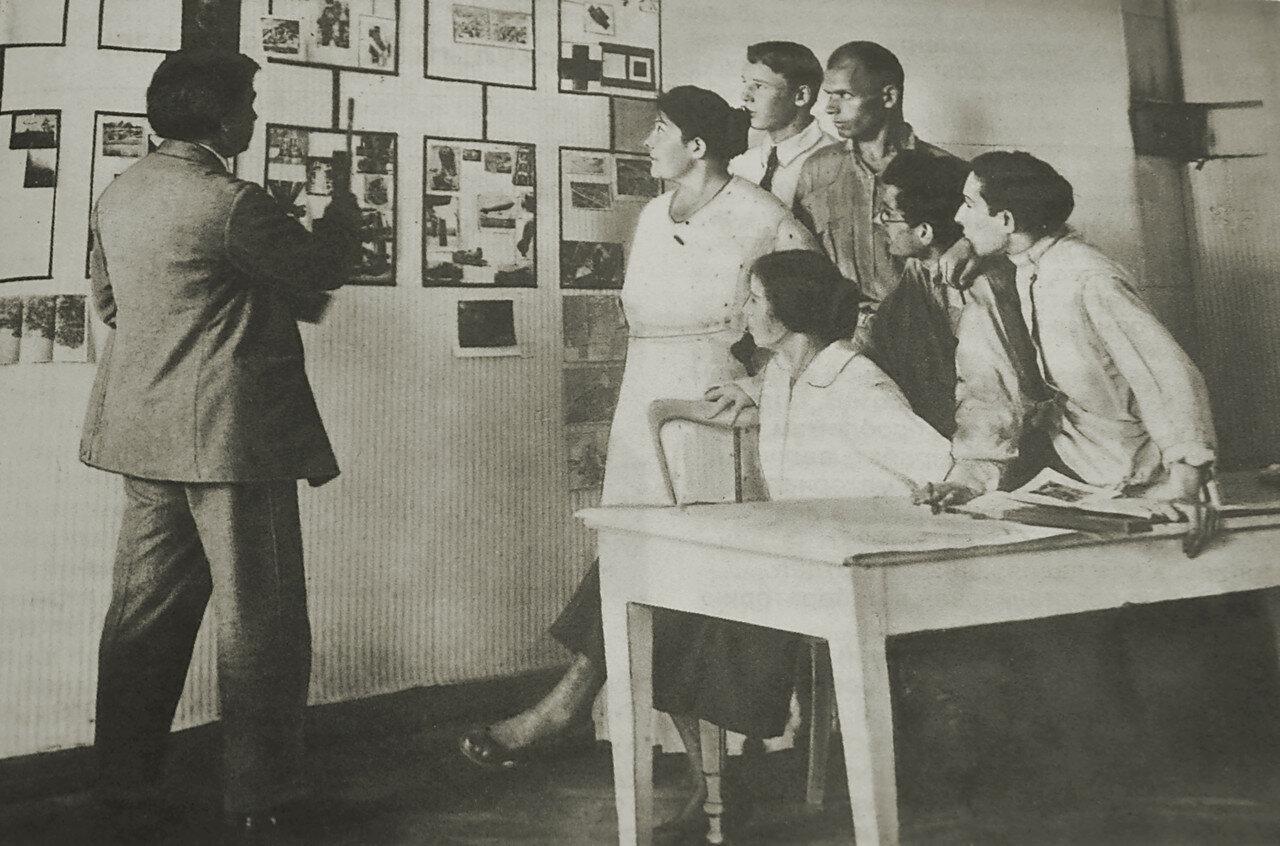 1920-е. ВХУТЕМАС. Малевич со студентами