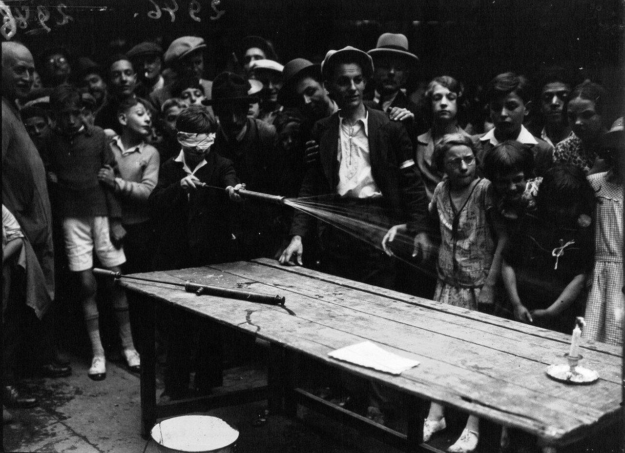 1932. Игра «Потуши свечу»