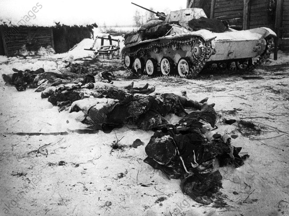 Stalingrad 1942/43: Panzer und Tote - Stalingrad 1942/43 / Dead and tanks -
