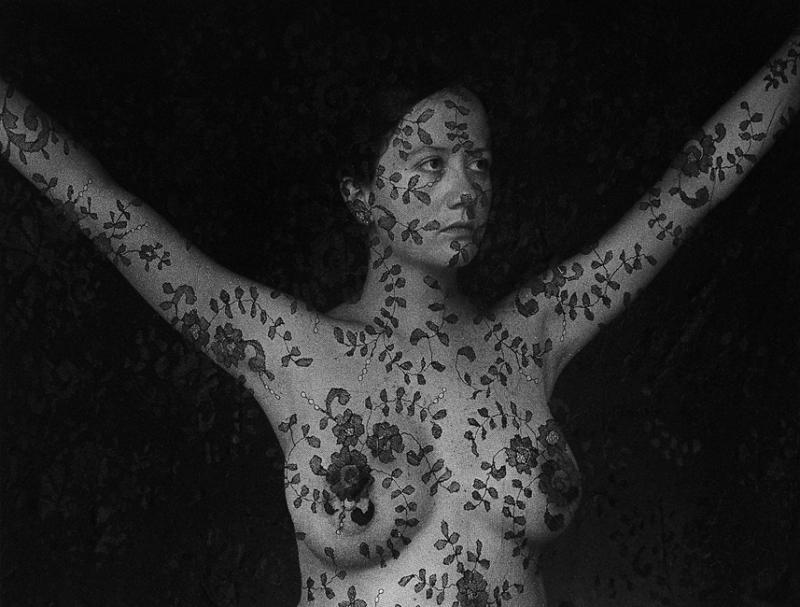 Обнаженные девушки на черно-белых снимках Флор Гардуньо