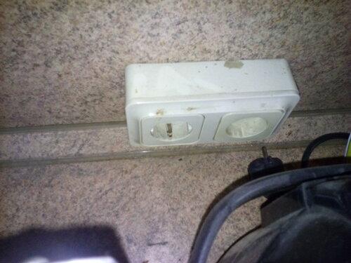 Срочный вызов электрика аварийной службы в квартиру из-за отключения розеточной группы