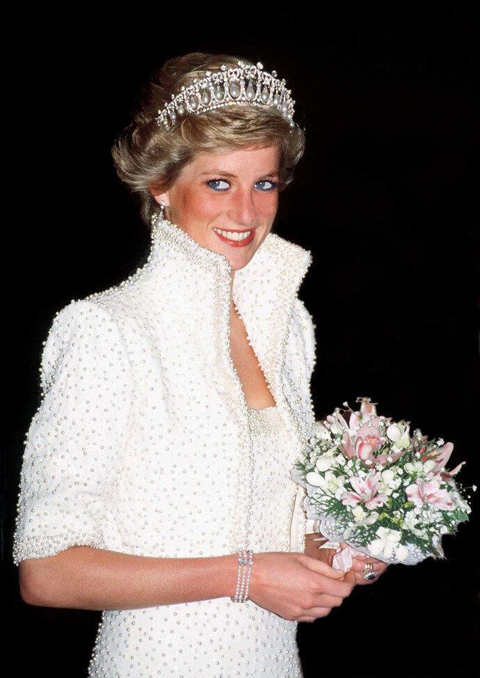 Уе называют королевой женского платья