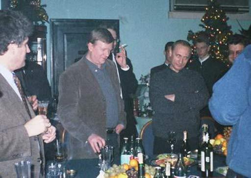 Анатолий Чубайс (в центре) и Владимир Путин (справа)-1999 декабрь