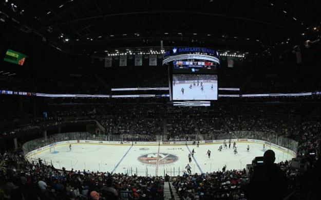 Когда пропустил весь хоккейный матч, потому что отвлекался на асимметрично размещенный экран.