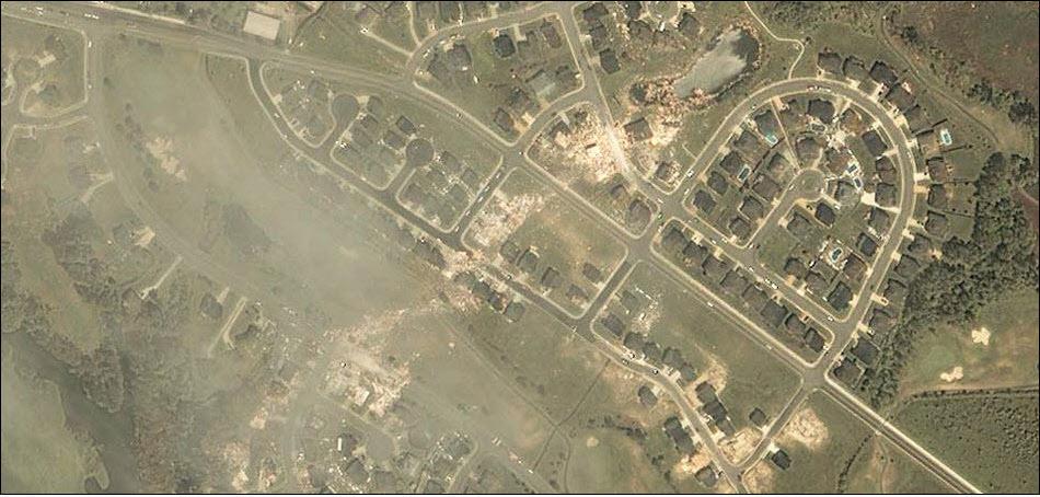 19. Разрушения от торнадо в Саффолке.
