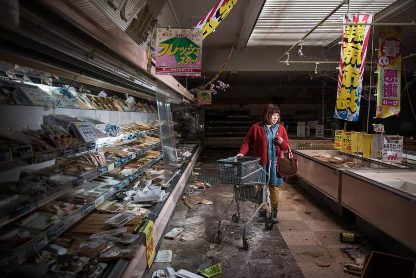 Фотографы Carlos Ayesta и Guillaume Bression вернулись в город-призрак Фукусима (20 фото)