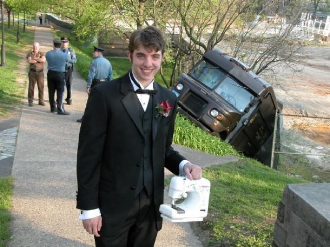 Припарковался неудачно, зато хотябы сошвейной машинкой сфотографируюсь.