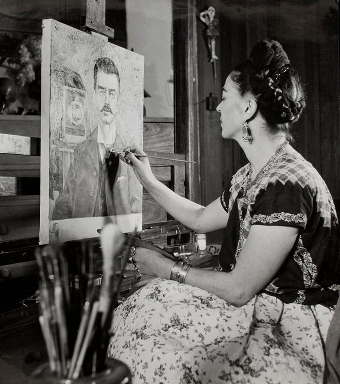 9. Фрида рисует портрет отца спустя 10 лет с момента его смерти, 1951 год.
