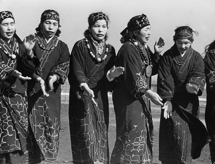 8. Уродливые татуировки женщин племени Apatanis