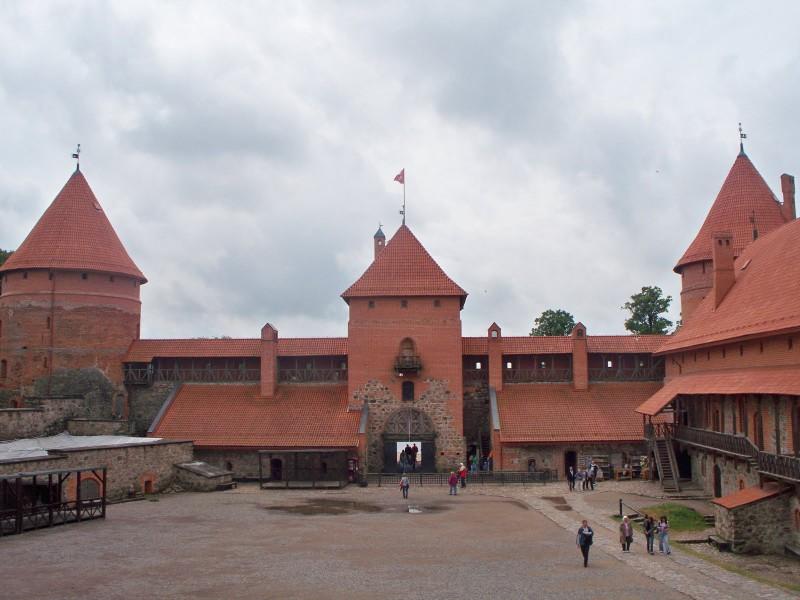 Местом был выбран прекрасно сохранившийся Старый город Вильнюса.