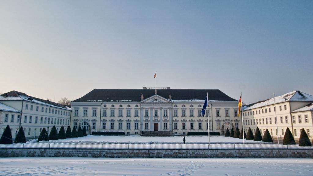 Германия. Берлин. Дворец Бельвю является резиденцией Президента страны. (James Clear) Королевски