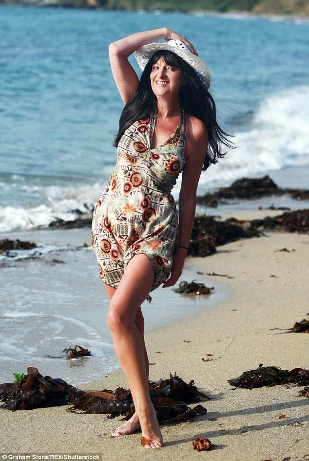 Также женщина избегает солнечных ванн, регулярно ухаживает за лицом и поддерживает форму, часто гуля