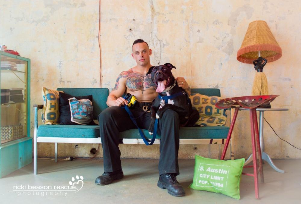 © Ricki Beason Rescue Photography  Унекоторых парней дома тоже живут питомцы, которых они заб