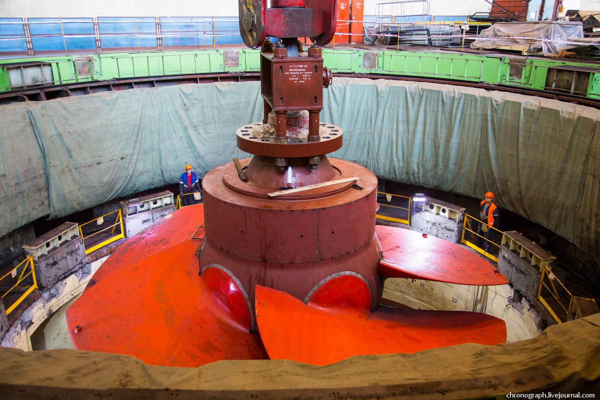 Монтаж рабочего колеса гидроагрегата №7 на Жигулёвской ГЭС 0_112358_719a3687_orig