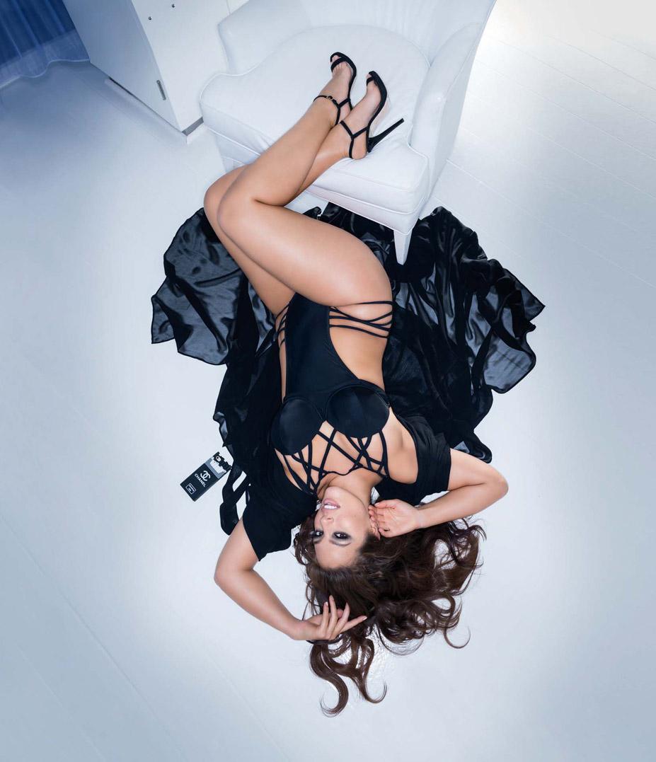 plus-size model Ashley Graham / Эшли Грэм в журнале Maxim US, апрель 2016 / фотограф Gilles Bensimon