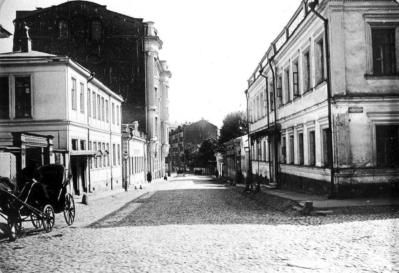 Серебряный переулок в сторону Арбата