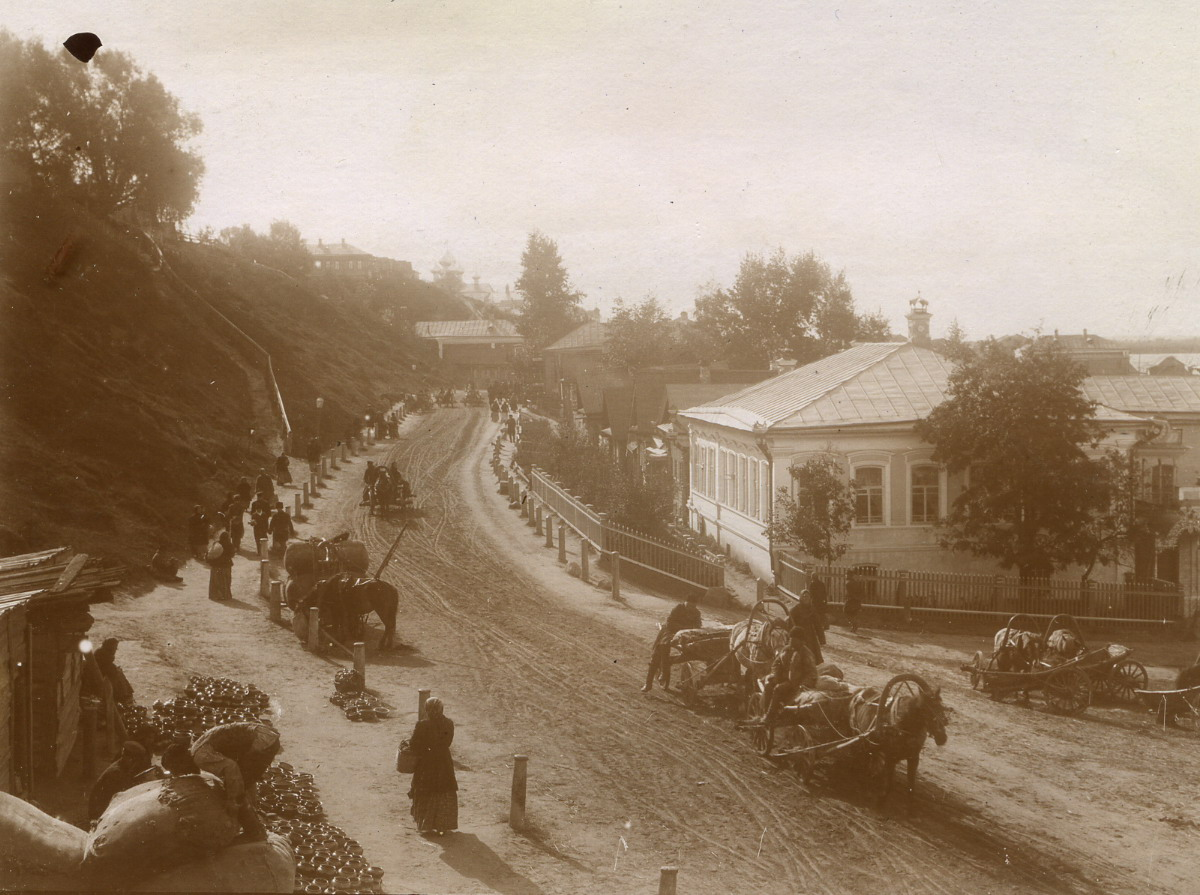 Уличная сцена. Вид на дворы. 1900-е