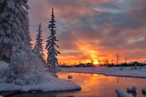 """Утомленный закат засыпал над рекой.Тихо шепчет вода:"""" Он красивый такой!""""И любви нежный свет серебрится в судьбе.Отблеск розовых дней отразился в воде."""