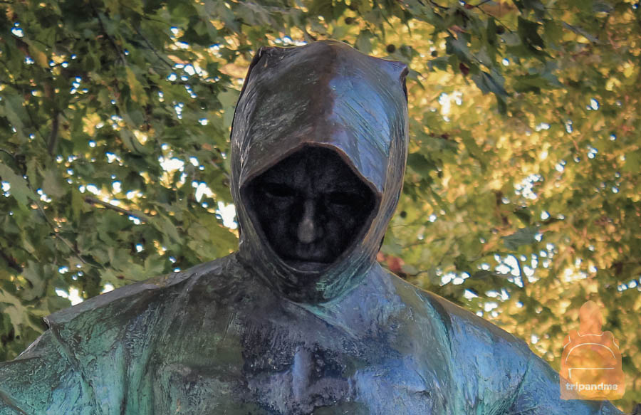 Памятник Анонимусу в Венгрии